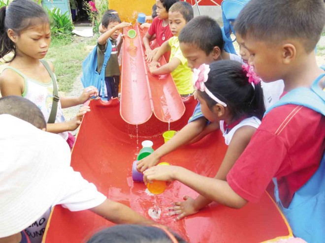 Sagkahan Elementary School kids playing